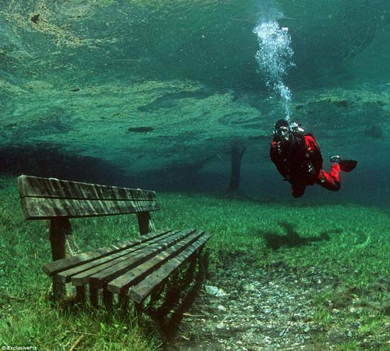 Dry suit diver bench